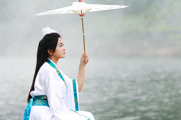 第二届湖北通城黄袍山古装美女摄影节 引金秋旅游热潮